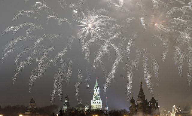 Fireworks light the sky over the Kremlin and St. Basil's Cathedral during the New Year's Day celebrations in central Moscow, Russia, January 1, 2017. (Photo by Tatyana Makeyeva/Reuters)