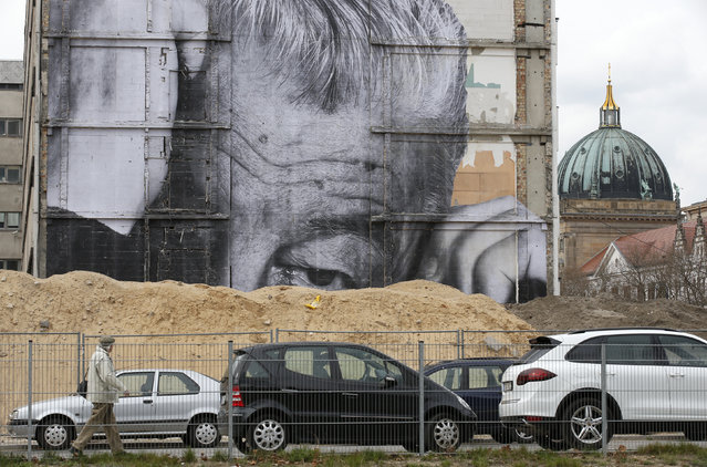 "A man walks beside a ""Wrinkles Of The City"" creation near the Berlin cathedral in Berlin April 19, 2013. (Photo by Fabrizio Bensch/Reuters)"