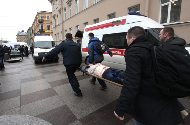 Men carry an injured person on a stretcher outside Technological Institute metro station in Saint Petersburg on April 3, 2017. Around 10 people were feared dead on Monday after an explosion rocked the metro system in Russia's second city Saint Petersburg, according to authorities. (Photo by Alexander Tarasenkov/AFP Photo/Interpress)