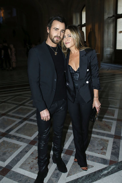 """Actor Justin Theroux and Actress Jennifer Aniston attend the """"LVxKOONS"""" exhibition (Louis Vuitton and Jeff Koons Collaboration) at Musee du Louvre on April 11, 2017 in Paris, France. (Photo by Bertrand Rindoff Petroff/Getty Images)"""