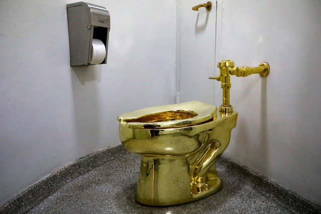 """Maurizio Cattelan's """"America"""", a fully functional solid gold toilet is seen at The Guggenheim Museum in New York City, U.S., August 30, 2017. (Photo by Brendan McDermid/Reuters)"""