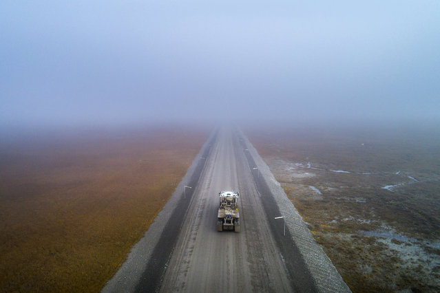 A truck navigates heavy mist as it rolls north to Prudhoe Bay along the Dalton Highway near Deadhorse, Alaska, USA, 05 September 2017. (Photo by Jim Lo Scalzo/EPA)