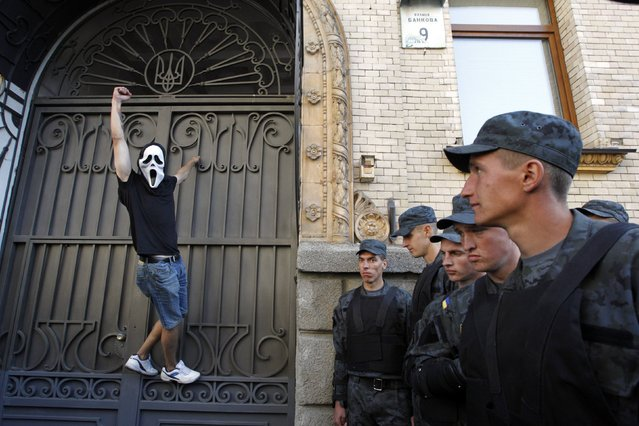 A protester wearing a mask shouts slogans during a rally against the laws to provide separatist-held regions with a special status near the Ukrainian parliament in Kiev, September 17, 2014. (Photo by Valentyn Ogirenko/Reuters)