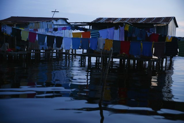 Clothes are seen drying outside a stilt house in the village of Ologa in the western state of Zulia October 23, 2014. (Photo by Jorge Silva/Reuters)