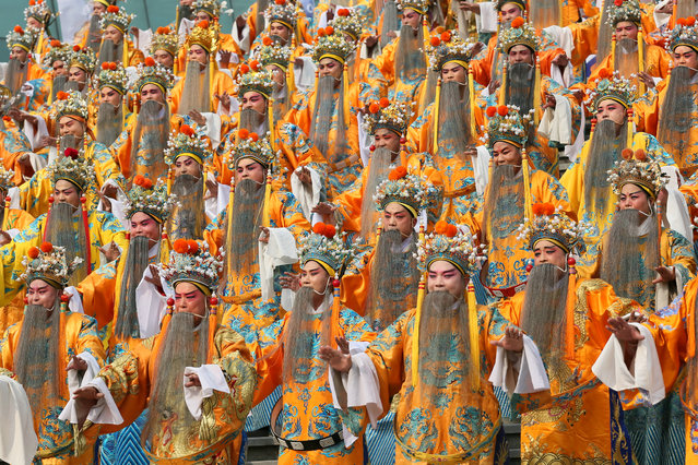 A total of 432 people wear dragon robe costumes in an attempt to set a Guinness Record for the most people performing Yu Opera together, in Zhengzhou, Henan province, China, September 17, 2016. (Photo by Reuters/China Daily)