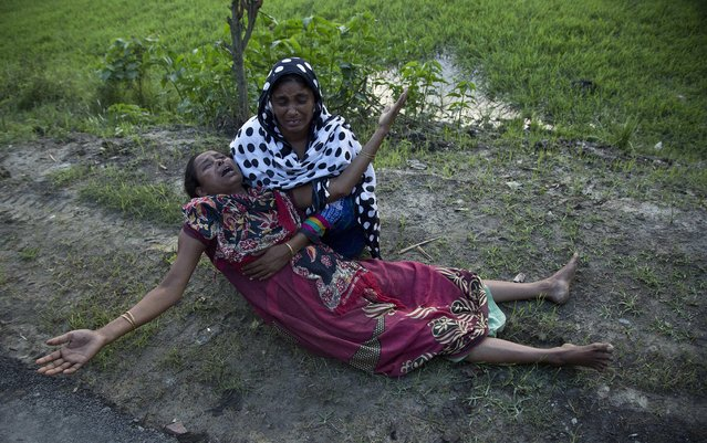 Mazida Beghum, 40, mother of Anjuma Beghum, 18, who was killed in police firing wails at Bandardubi village on the periphery of the Kaziranga National Park, northeastern Assam state, India, Monday, September 19, 2016. (Photo by Anupam Nath/AP Photo)