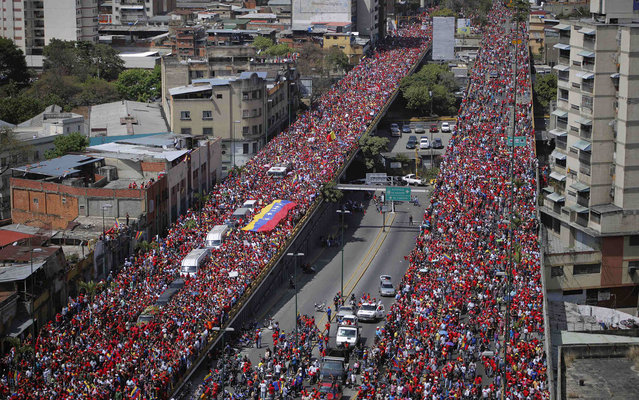 The coffin of Venezuela's late President Hugo Chavez is driven through the streets of Caracas after leaving the military hospital where he died of cancer, in Caracas, March 6, 2013. Authorities have not yet said where Chavez will be buried after his state funeral on Friday. (Photo by Marco Bello/Reuters)
