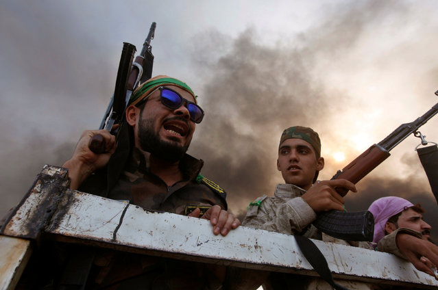 Iraqi pro-government forces are seen in Qayyara, Iraq, October 22, 2016. (Photo by Alaa Al-Marjani/Reuters)