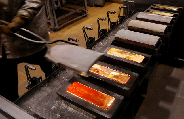 An employee casts ingots of 99.99 percent pure gold at the Krastsvetmet non-ferrous metals plant, one of the world's largest producers in the precious metals industry, in the Siberian city of Krasnoyarsk, Russia October 24, 2016. Picture taken October 24, 2016. (Photo by Ilya Naymushin/Reuters)