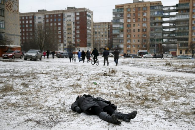 The body of a woman killed during shelling lies on a street in Kramatorsk, Ukraine February 10, 2015. Gleb Garanich: I was with the Reuters TV crew and we were coming back from the frontline in Debaltseve when a crew member saw a tweet saying Kramatorsk was being shelled so we headed there. We got to the site of the shelling less than an hour after the explosion. The first thing we saw was a dead woman's body lying on the ground; she had been like that for at least half an hour. (Photo by Gleb Garanich/Reuters)