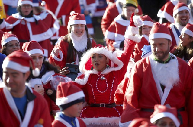 Participants in a charity Santa Run, warm up before the start of the event in Victoria Park, London, Britain December 4, 2016. (Photo by Phil Noble/Reuters)