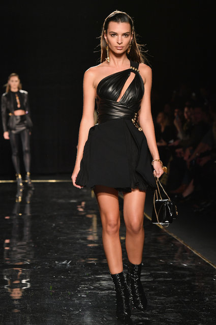 British model Emily O'Hara Ratajkowski walks the runway at the Versace Pre-Fall 2019 Runway Show on December 2, 2018 in New York City. (Photo by Angela Weiss/AFP Photo)