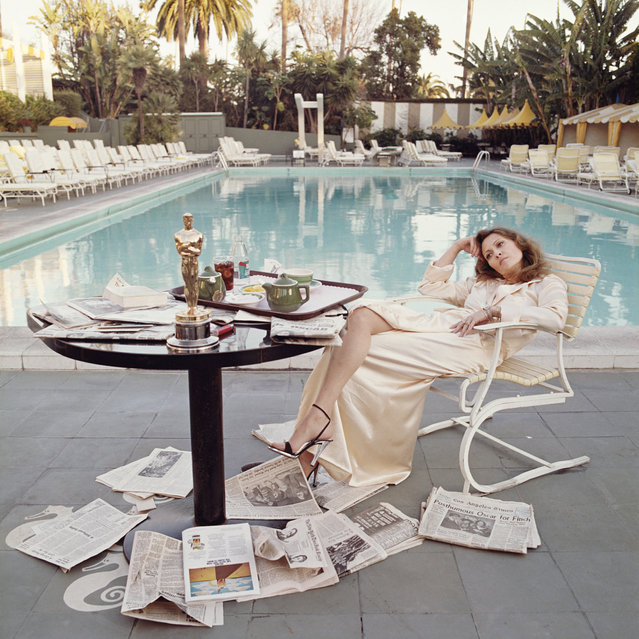 "Actress Faye Dunaway looked every bit the Hollywood star when she was captured posing for famed photographer Terry O'Neill by the Beverly Hills Hotel pool after winning the Oscar for ""Network"" in 1977. (Photo by Terry O'Neill)"