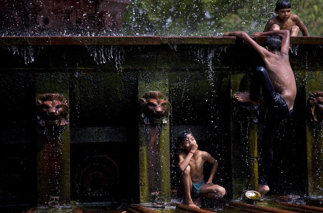 Indian children cool themselves at a fountain as temperatures rise in New Delhi, India, Wednesday, May 6, 2015. (Photo by Saurabh Das/AP Photo)