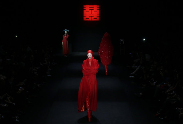 Models present creations by Chinese designer Hu Sheguang from Sheguang Hu collection at China Fashion Week in Beijing, March 31, 2016. (Photo by Jason Lee/Reuters)