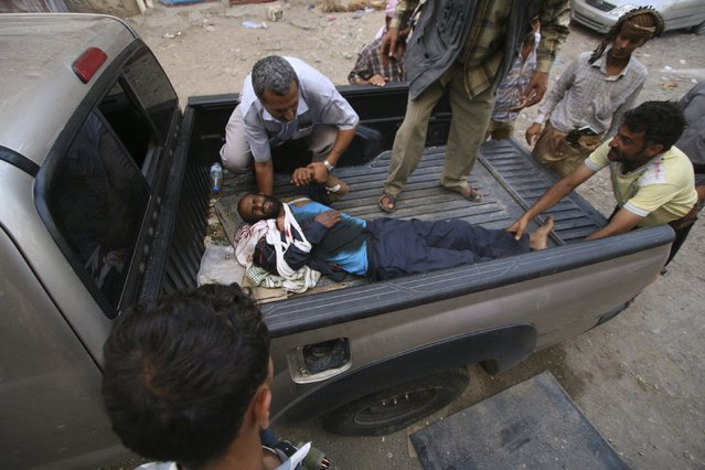 Medics rush a fighter of the Popular Resistance Committees to a hospital after he was injured during clashes with Houthi fighters in Yemen's southwestern city of Taiz May 24, 2015. (Photo by Reuters/Stringer)