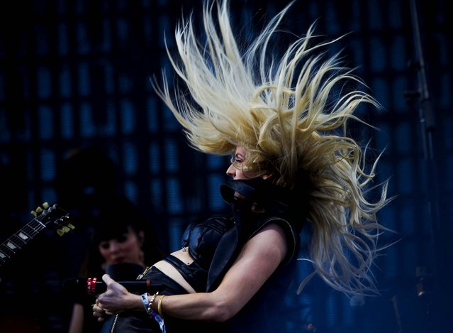 Ellie Goulding performs. (Photo by Bethany Mollenkof/Los Angeles Times/MCT)