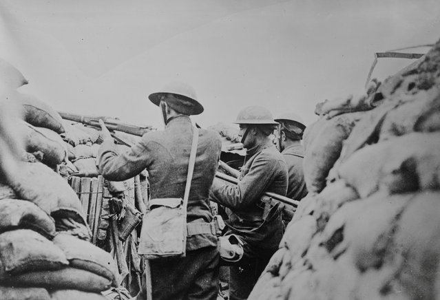 American soldiers keep watch in a trench in France in an undated photo taken during the First World War. (Photo by Reuters/Courtesy Library of Congress)