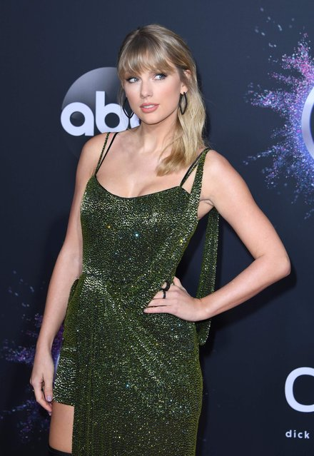 US singer/songwriter Taylor Swift arrives for the 2019 American Music Awards at the Microsoft theatre on November 24, 2019 in Los Angeles. (Photo by Mark Ralston/AFP Photo)