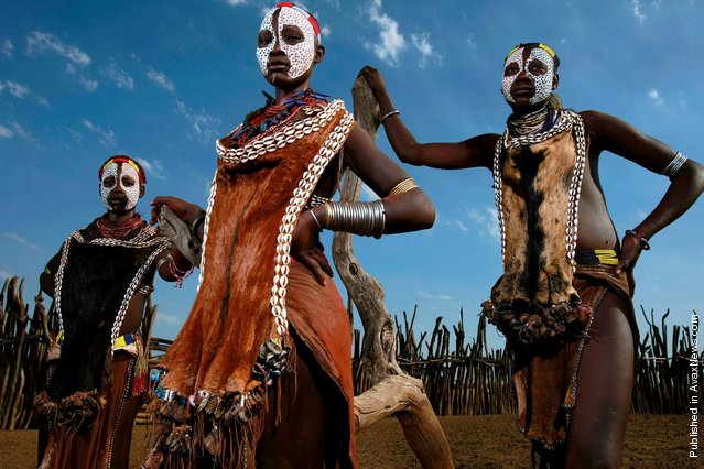 An image of Karo maidens in the Omo Valley, South West Ethiopia.Dus, Omo Valley, Ethiopia, January 2008