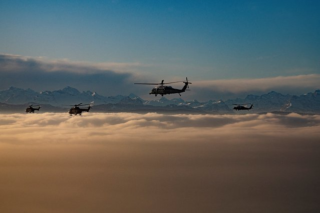 A helicopter carrying US President Donald Trump flies over the Swiss Alps on his way to Davos, Switzerland, on January 21, 2020, for the World Economic Forum. (Photo by Jim Watson/AFP Photo)