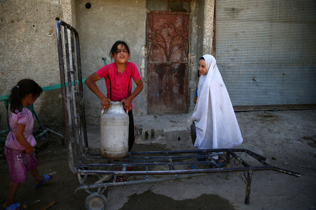 A girl carries a water container, in the rebel held besieged town of Douma, eastern Damascus suburb of Ghouta, Syria, June 23, 2016. (Photo by Bassam Khabieh/Reuters)