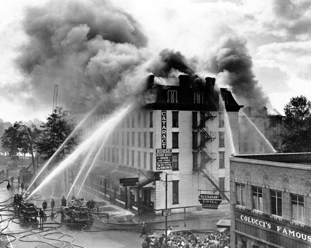 The Cataract House, Niagara Falls, N.Y., hotel that was home to presidents and visiting European royalty during its 120 years of existence, was three-quarters destroyed by a general alarm fire of undetermined origin, October 14, 1945, causing damage estimated at $700,000. (Photo by AP Photo)