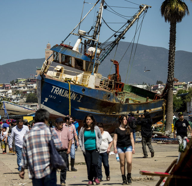 A fishing boat that was ran aground by the sea while moored in the port of Coquimbo, some 445 km north of Santiago, during the eve's earthquake on September 17, 2015. (Photo by Martin Bernetti/AFP Photo)