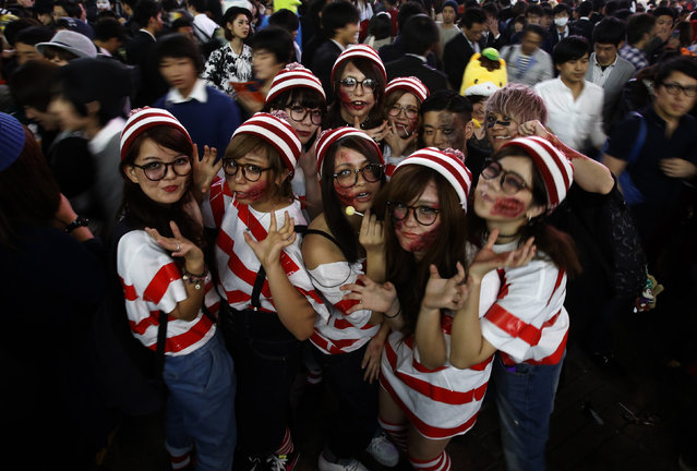 Participants, wearing make-up and costumes, pose during Halloween in Tokyo's Shibuya district, October 31, 2014. (Photo by Yuya Shino/Reuters)