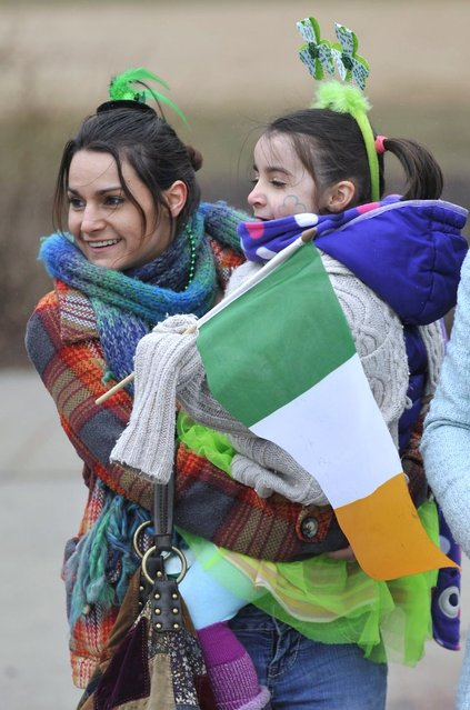 Sara Harrison along with daughter Laney (5), of Whiting Ind., watch the St. Patrick's Day parade in Chicago, Saturday, March, 16, 2013. (Photo by Paul Beaty)