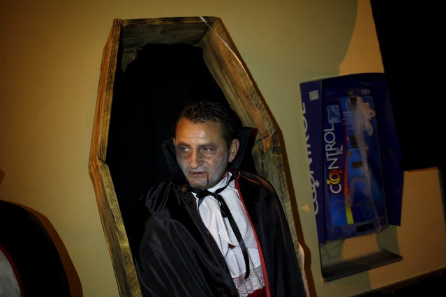 """A man dressed as a vampire performs in the second edition of """"Noche del Terror"""" (Horror night) during Halloween celebrations in the neighborhood of Churriana, near Malaga, southern Spain, October 31, 2015. (Photo by Jon Nazca/Reuters)"""