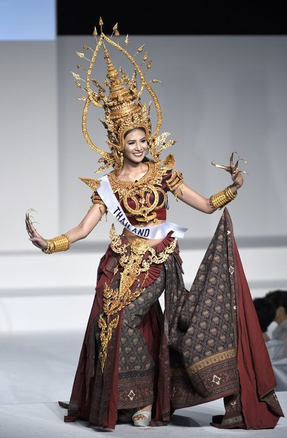 Miss Thailand Sasi Sintawee displays her national costume during the Miss International Beauty Pageant 2015 in Tokyo, Japan, 05 November 2015. (Photo by Franck Robichon/EPA)
