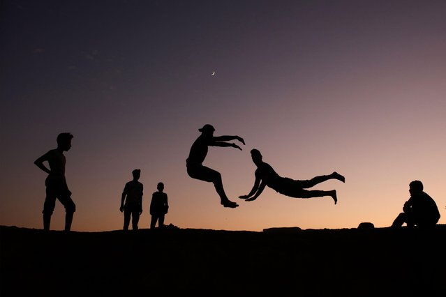 Palestinian youths practice parkour in Gaza City, on November 18, 2020. (Photo by Mohammed Abed/AFP Photo)