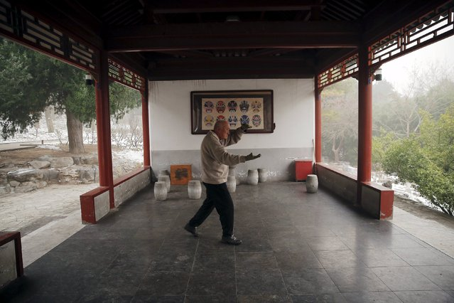 A man exercises at the Jingshan Park on an extremely polluted day as hazardous, choking smog continues to blanket Beijing, China December 1, 2015. (Photo by Damir Sagolj/Reuters)