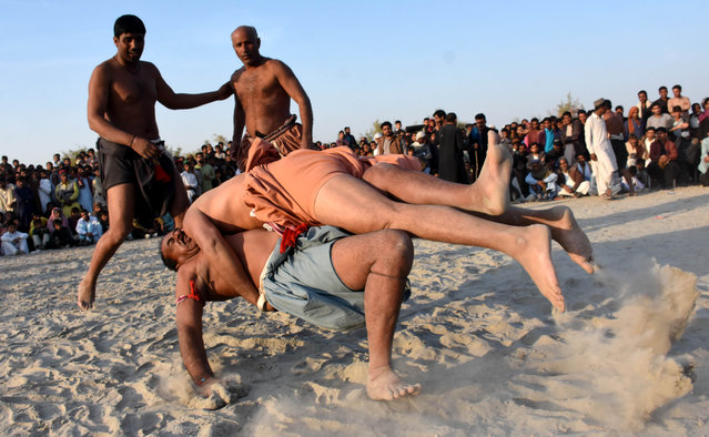 Wrestlers participate during the traditional Sindhi Malakhra wrestling in Larkana, Pakistan, 30 January 2021. A Malakhra match begins with both wrestlers tying a twisted cloth around the opponent's waist. Each one then holds onto the opponent's waistcloth and tries to throw him to the ground. (Photo by Waqar Hussein/EPA/EFE)