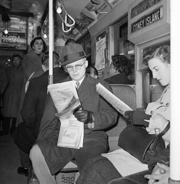 Subway riders in news-hungry New York returned to their favorite reading matter after end of newspaper strike, December 29, 1958. (Photo by Anthony Camerano/AP Photo)