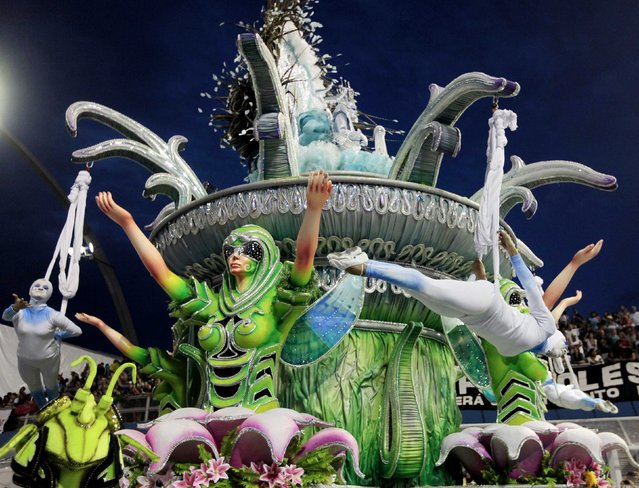 Revellers from the X-9 Samba School take part in a carnival at Anhembi Sambadrome in Sao Paulo, February 15, 2015. (Photo by Paulo Whitaker/Reuters)