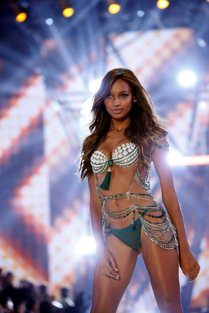 Model Jasmine Tookes presents a creation during the 2016 Victoria's Secret Fashion Show at the Grand Palais in Paris, France, November 30, 2016. (Photo by Charles Platiau/Reuters)