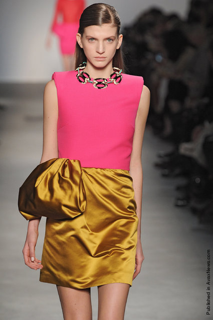 Giambattista Valli - Runway RTW - Autumn Winter 2011 - Paris Fashion Week