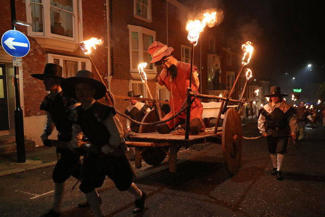 A guy is paraded through the streets of Lewes in East Sussex, southern England, on November 5, 2018, during the traditional Bonfire Night celebrations. (Photo by Daniel Leal-Olivas/AFP Photo)