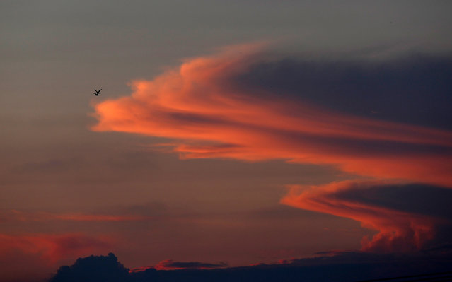 Birds fly during the sunset over the northern Gaza Strip town of Biet Hanon as seen for the Israeli city of Sderot, Israel, 13 November 2018. An alarm was sounded minutes before an Egyptian-brokered ceasefire goes into effect at 3:30 PM local time on 13 November 2018. (Photo by Atef Safadi/EPA/EFE)
