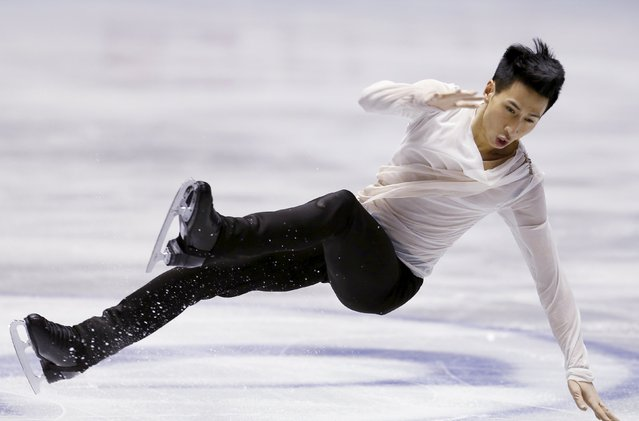 Jeremy Ten of Canada falls on the ice during the men's free skating program at the ISU World Team Trophy in Figure Skating in Tokyo April 17, 2015. (Photo by Yuya Shino/Reuters)
