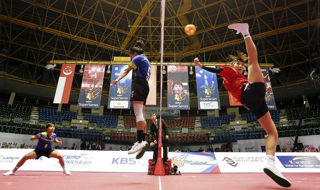 Sepak Takraw – ISTAF Super Series Korea 2014-15 – Gunsan City, South Korea, on April 23, 2015: South Korea's Park Seon Ju (C) in action with Malaysia's Elly Syahira Rosli (R) during the Group A match. (Photo by Vivek Prakash/Reuters/Action Images)
