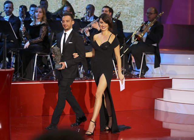 Actress Penelope Cruz and director Alejandro Amenabar walk on stage to present the Best Film  award during the Spanish Film Academy's Goya Awards ceremony in Madrid, Spain, February 5, 2017. (Photo by Paul Hanna/Reuters)