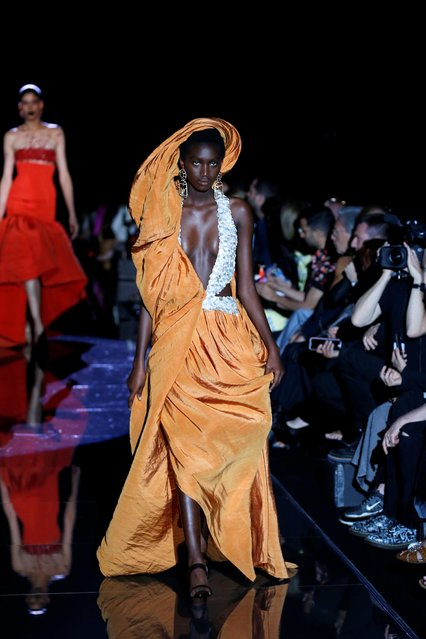 A model presents a creation by designer Daniel Roseberry as part of his Haute Couture Fall/Winter 2019/20 collection show for fashion house Schiaparelli in Paris, France, July 1, 2019. (Photo by Regis Duvignau/Reuters)