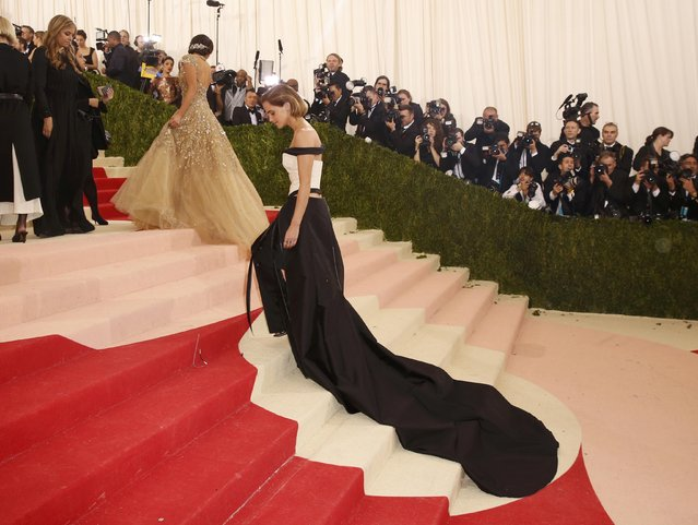 """Actress Emma Watson arrives at the Metropolitan Museum of Art Costume Institute Gala (Met Gala) to celebrate the opening of """"Manus x Machina: Fashion in an Age of Technology"""" in the Manhattan borough of New York, May 2, 2016. (Photo by Lucas Jackson/Reuters)"""