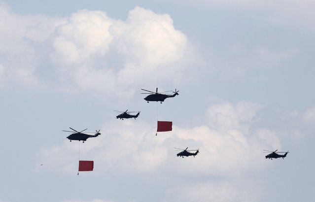 Military helicopters fly in formation during a training session for the upcoming parade marking the 70th anniversary of the end of World War Two, on the outskirts of Beijing, July 2, 2015. (Photo by Jason Lee/Reuters)