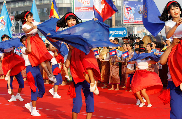 Dancers perform during the Victory Day parade in Phnom Penh, Cambodia, 07 January 2020. Cambodia marked its 41st anniversary of Victory Day, the liberation of Cambodia's citizens from the Khmer Rouge regime in 1979. (Photo by Mak Remissa/EPA/EFE)