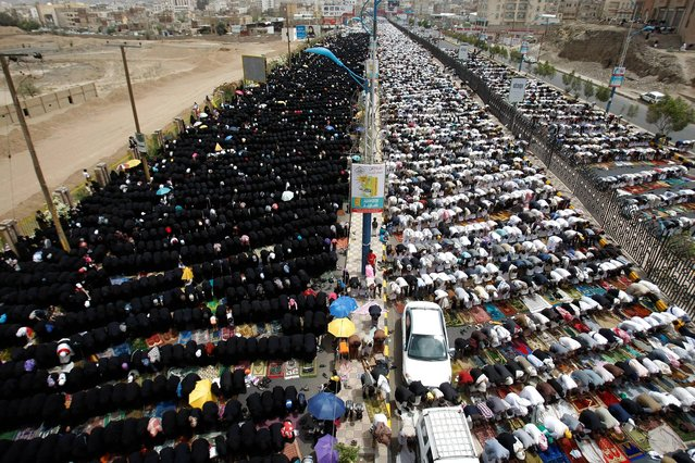Yemeni pro-democracy protestors pray while they attend a rally to denounce terror attacks by Hawthi Shiite rebels in Amran, and show their support for Yemeni army, in Sanaa, Yemen, July 11, 2014. (Photo by Hani Mohammed/AP Photo)