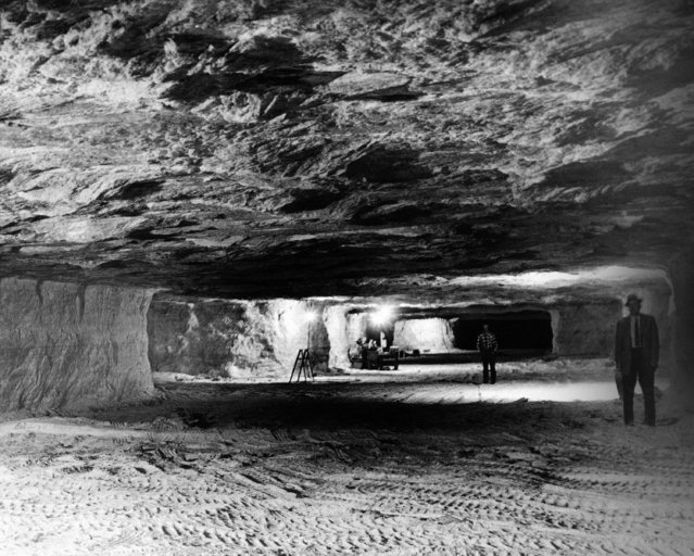 View of a huge cavern carved 650 feet underground near Hutchinson, Kansas, September 19, 1961, by salt mining. The area includes 125 rooms, each 50 by 300 feet, separated by 10-foot walls of solid salt. The area is being leased for record storage and emergency space as a nuclear bomb shelter. (Photo by AP Photo)